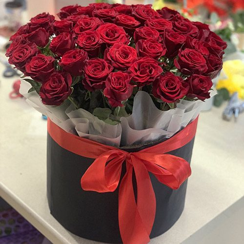 Фото товару 51 троянда в капелюшній коробці