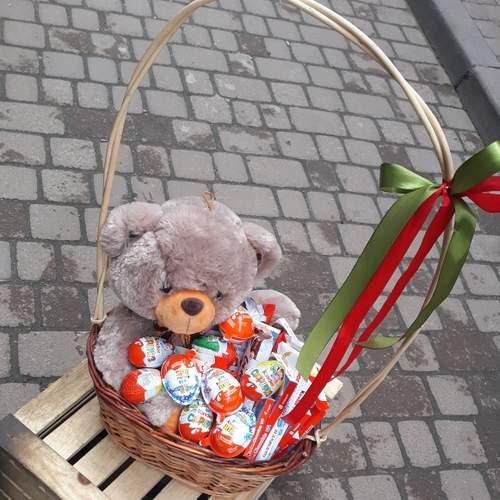 Фото товару Кошик з ведмедиком і кіндерами