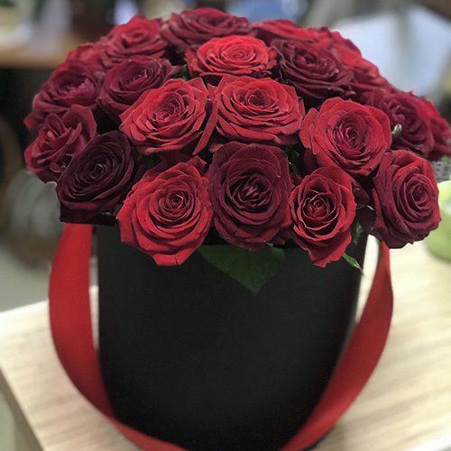 Фото товару 21 червона троянда в капелюшній коробці
