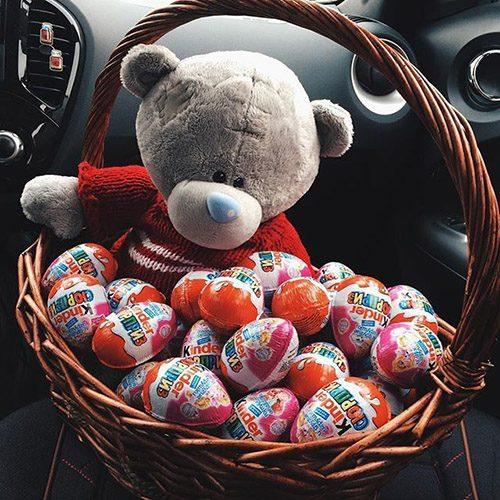 """Кошик """"Ведмедик у шоколаді"""" іграшка та кіндери"""
