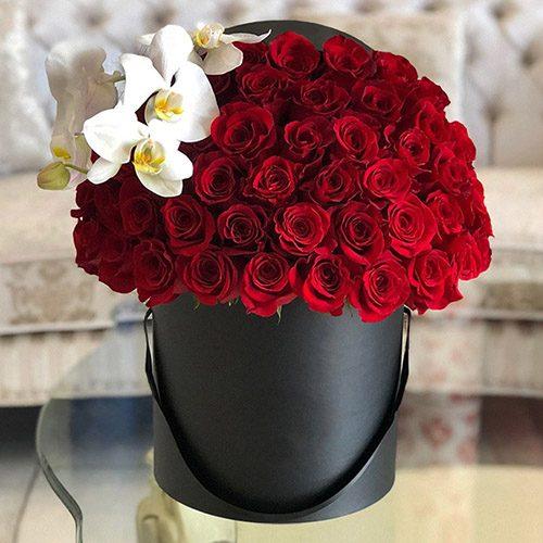 """Капелюшна коробка """"Епатаж"""" троянди з орхідеєю"""