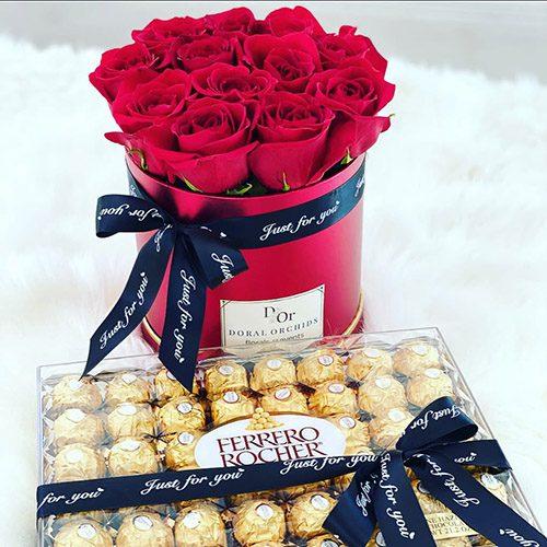 """Подарунок """"Дамський каприз"""" троянди та цукерки"""