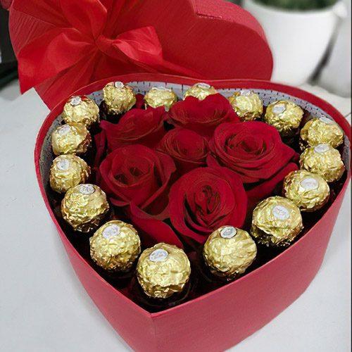 """Серце """"Будь зі мною"""" троянди та цукерки"""