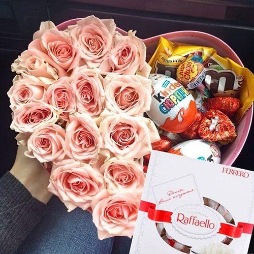 """Серце """"Солодкі мрії"""" троянди. шоколадні солодощі та raffaello"""
