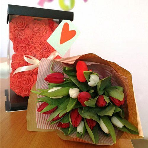 """Подарунок """"Ти чарівна"""" ведмедик з троянд і тюльпани"""