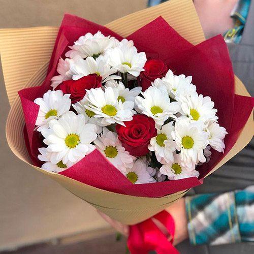 """Букет """"Презентик"""" хризантеми та троянди"""