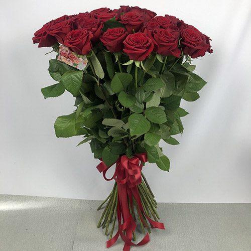 15 червоних троянд фото