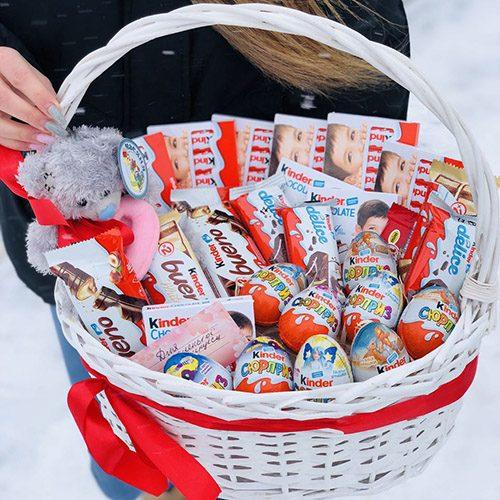"""Кошик """"Сюрприз"""" ведмедик та шоколадні солодощі"""