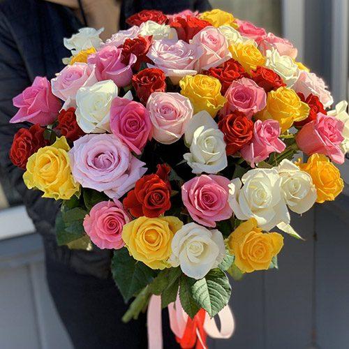 букет 51 різнокольорова троянда фото
