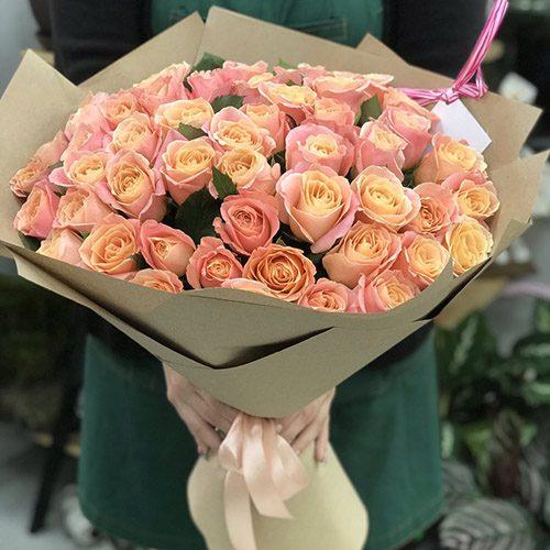 """51 троянда """"Міс Піггі"""" фото"""