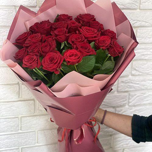 25 червоних троянд фото