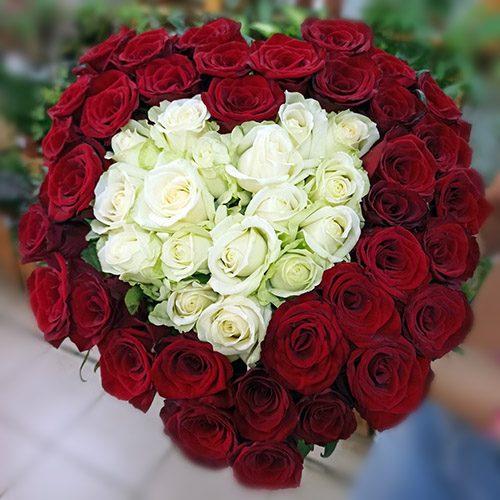 51 троянда у формі серця фото